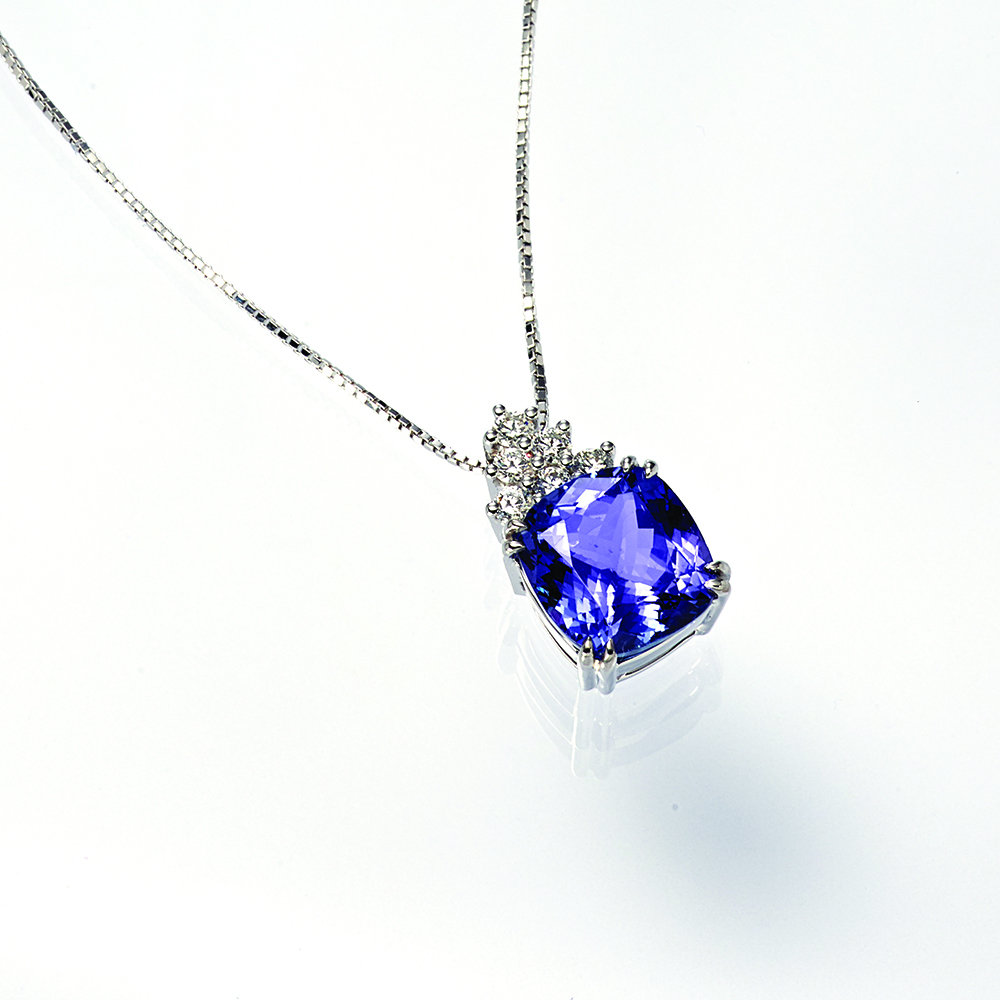 Necklace, 18ct white gold with Natural Diamonds and Tanzanite