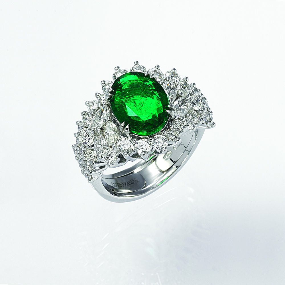 Ring, 18ct white gold with Natural Diamonds and Natural Emerald