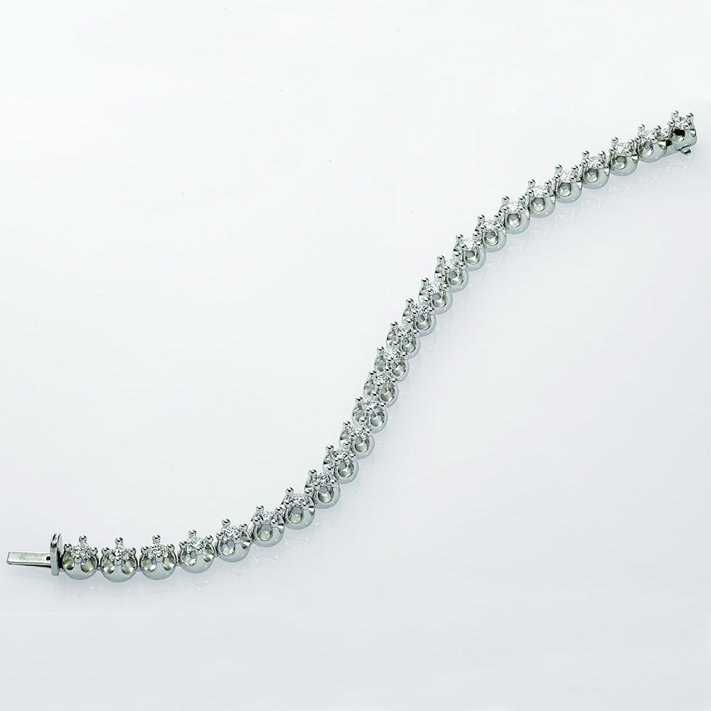 18ct white gold with Natural Diamonds