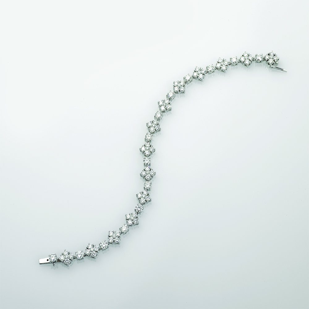 Bracelet, 18ct white gold with Round brilliant Cut Natural Diamonds