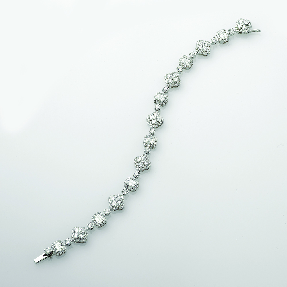 Bracelet, 18ct white gold with Emerald Cut and Round Brilliant Cut Natural Diamonds