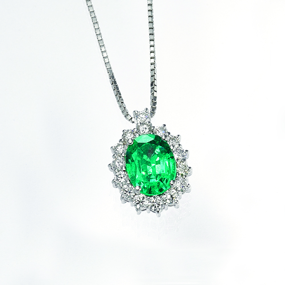 Necklace, 18ct white gold with Natural Diamonds and Emerald