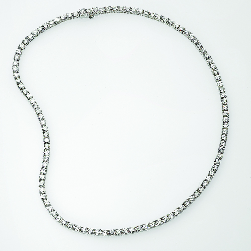 Necklace, 18ct white gold with Round Brilliant Cut Natural Diamonds - GIA Certified