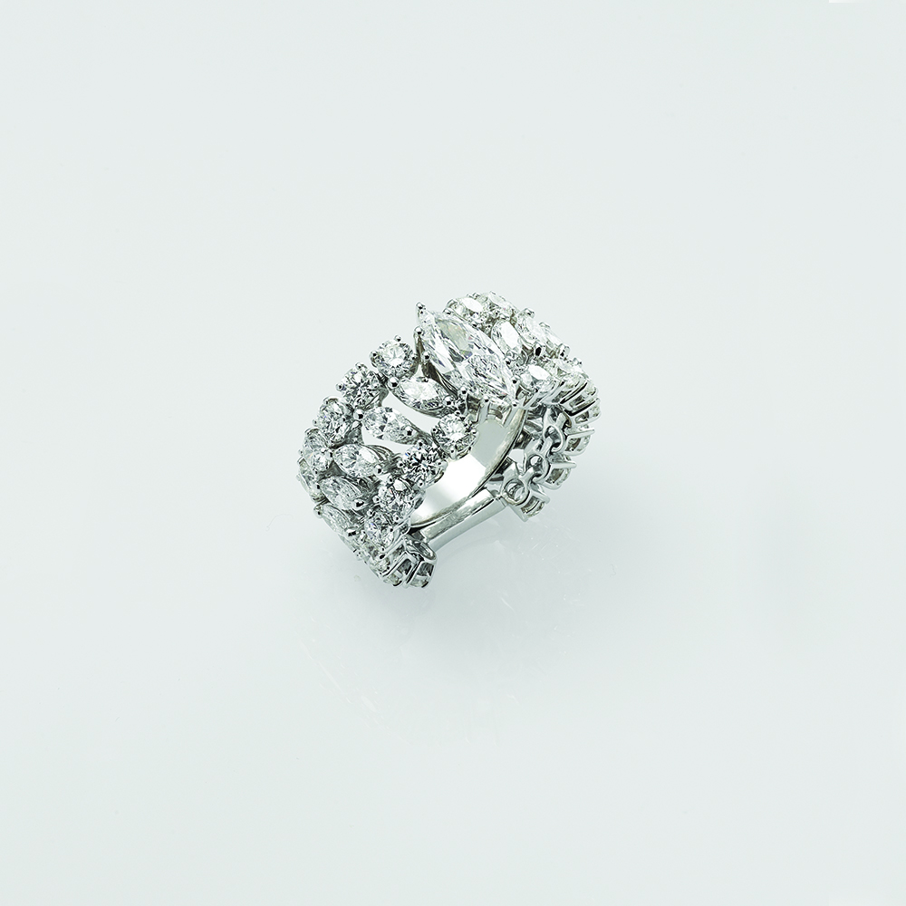 Ring, 18ct white gold with Marquise Cut and Round Brilliant Cut Natural Diamonds - GIA Certified
