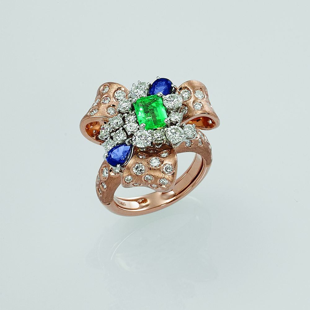 Ring, 18ct rose gold with Natural Diamonds, Emerald & Blue Sapphires